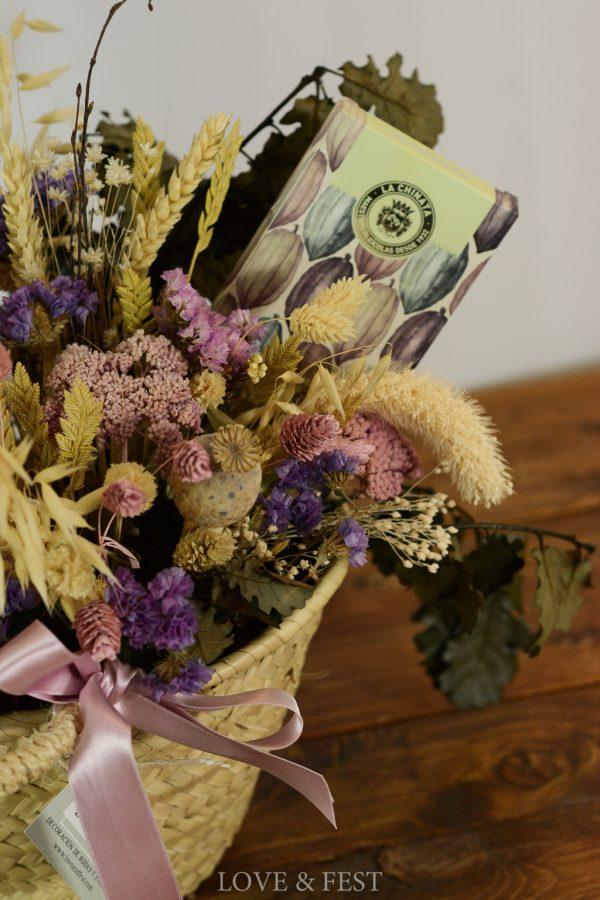 Cesta flor preservada y chocolate LOVE&FEST