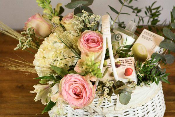 Cesta de flores White Care LOVE&FEST